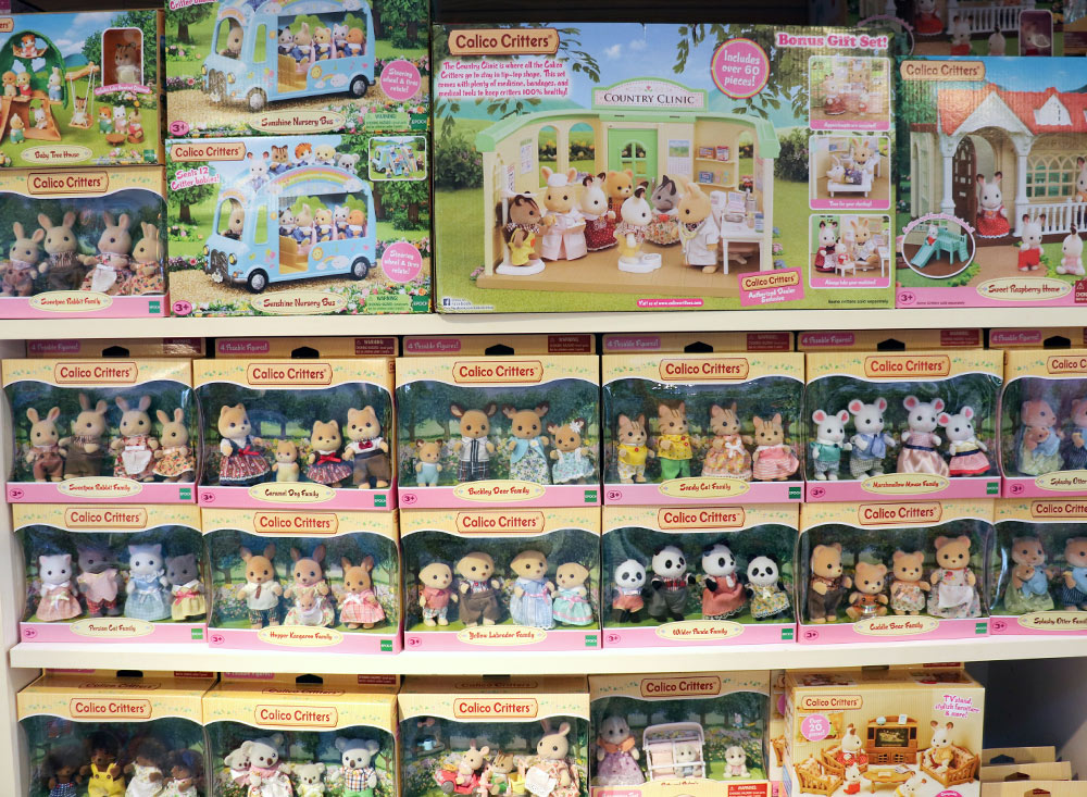 ss-15_Calico-Critters-Display